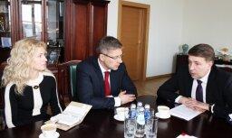 Augulis ar Ušakovu vienojas par sadarbību 'Rail Baltica' projekta īstenošanā