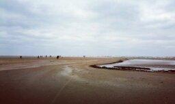 Nokļūt ar kājām tur, kur skalojas viļņi – lasītāji iemūžina neparasto Kolkas ragu