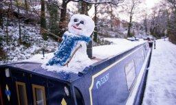 Foto: Lielbritāniju pārsteidz sniegs