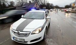 Par kukuļa ņemšanu no satiksmes noteikumu pārkāpējiem aizturēti divi policisti