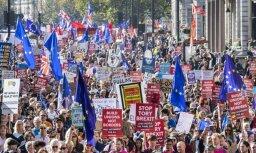 Foto: Londonas ielās tūkstošiem cilvēku pieprasa otru 'Brexit' balsojumu