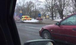 Video: Vienības gatvē Rīgā sadūrušies divi auto