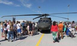 Демонстрация авиатехники на авиабазе в Лиелварде собрала сотни зрителей