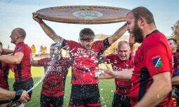 Foto: Šampanieša 'lietus', gaviles un zaudējuma rūgtums Latvijas regbija medaļu cīņās