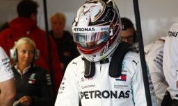Hamiltons izcīna uzvaru ASV 'Grand Prix' kvalifikācijā un tuvojas savam piektajam titulam