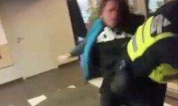 Tiesa neapcietina policista piekaušanā aizdomās turēto pusaudzi