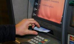 Ar izdomātu vārdu Latvijā iespējams saņemt nebanku uzņēmumu kredītkarti, ziņo raidījums