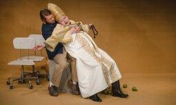 Foto: Dmitrijs Petrenko Dailes teātrī iestudējis Justīnes Kļavas 'Atzīšanos'