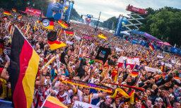 Foto un video: Vairāk nekā 250 000 vācu fanu līksmo pie Brandenburgas vārtiem