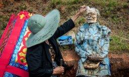 Biedējoši foto: Staigājošo miroņu festivāls Indonēzijā