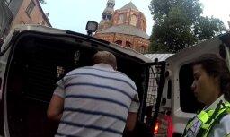 Пьяный турист вместо отеля пытался вломиться в ресторан и напал на охранника