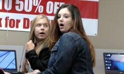 Video: Šausminoša meitenīte izraisa histēriju televizoru veikalā