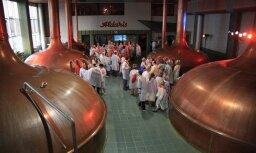 Muzeju nakts 'Aldaris' alus darītavā: Zinātkārākos no alus degustācijas neatraut