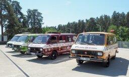 ФОТО: В Риге стартовала экспедиция микроавтобусов RAF во Владивосток