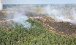 Пожар на болоте в Раматской волости локализован, но не потушен