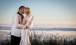 Santa Zāmuele publisko pasakainu kāzu foto