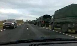 Armijas tehnikas kolonna nobloķē šoseju