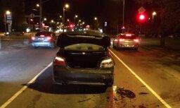 Aculiecinieka foto: 'Volkswagen' izraisa sadursmi Maskavas ielā un aizbēg