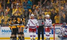 'Penguins' hokejisti iekļūst Stenlija kausa izcīņas otrajā kārtā; 'Blackhawks' panāk sērijas septīto spēli