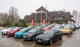 Foto: 'Latvijas Gada auto' žūrija lielajā testa braucienā vērtē 20 pretendentus