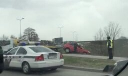 Video: Uz Lubānas ielas apļa Rīgā avarējuši divi auto