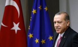 Atbrīvots par Erdogana apvainošanu Turcijā tiesātais Vācijas pilsonis