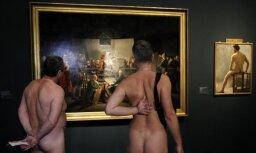 """Музей современного искусства Парижа начинает """"голые экскурсии"""""""