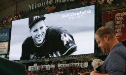 Moment of silence in memory of Miami Marlins pitcher Jose Fernandez