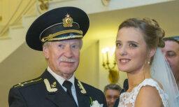 Krasko un par viņu 60 gadus jaunākā sieva tomēr nešķirsies