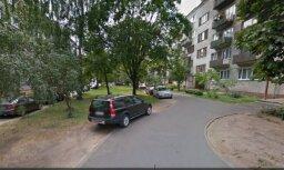 Жители Пурвциемса: 30 лет ставили машины в своем дворе, а теперь нельзя?