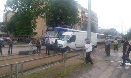 ФОТО: На Тейке столкнулись трамвай и микроавтобус