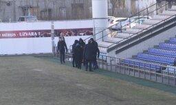 'Skonto' stadionā ar tiesu izpildītāju palīdzību apķīlā kustamo īpašumu