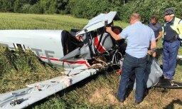 Foto: Bauskas novadā avarē neliela lidmašīna; viens bojā gājušais