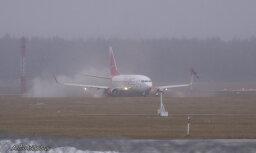 Rīgas lidostā saslīdējusi hokeja komandas 'Lada' lidmašīna