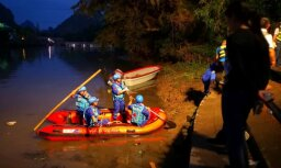 Ķīnā apgāžoties pūķu laivām, gājuši bojā 17 cilvēki