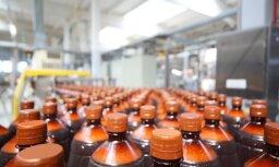 Комиссия Сейма поддержала запрет на продажу пива в пластиковых бутылках свыше 1 литра