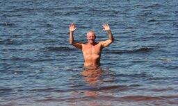 Aculiecinieks: Peldēšanās sezona jūrā ir atklāta