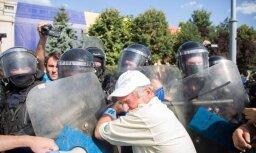 Rumānijā sāk izmeklēt policijas vardarbību pret demonstrantiem