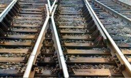 Ieriķos miesas bojājumus guvis gar vilcienu tumsā ejošs cilvēks