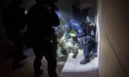 ФОТО: Спецназ в ходе учений спас заложников из торгового центра Mols