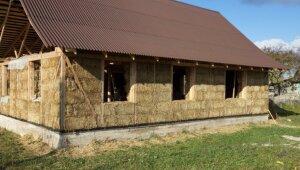 Salmu un māla sajaukums apmetumam – meistarklase alternatīvai būvniecībai