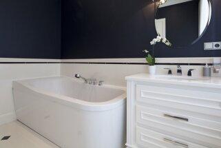 Melnbaltā klasika, kas neliek vilties – desmit dažādi vannasistabu interjeri