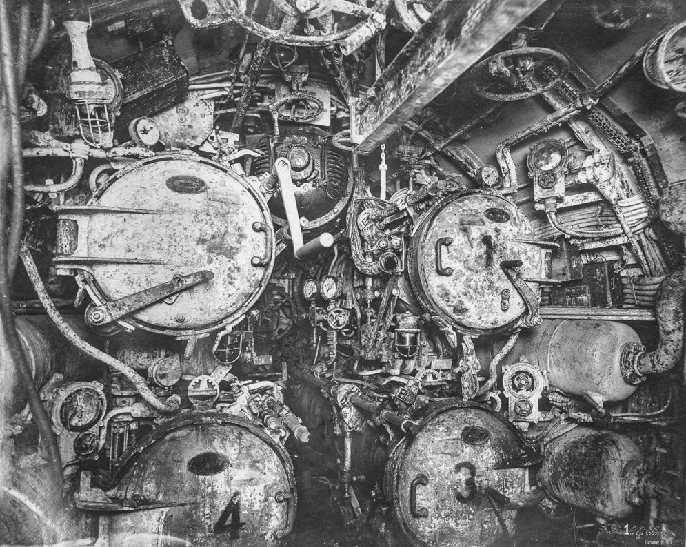 Уникальные фото жутких интерьеров затонувшей подлодки Первой мировой