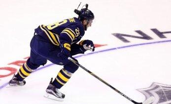 Girgensons ievietots NHL traumēto spēlētāju sarakstā