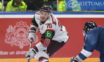 Latvijas hokejisti pārtrauc 'sauso' sēriju, taču zaudē Slovākijai