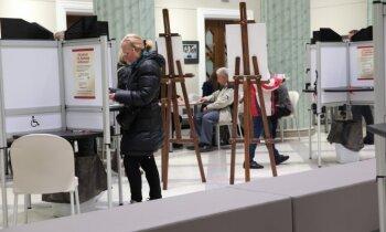 Foto: Balsotāji steidz izdarīt izvēli 13. Saeimas vēlēšanās
