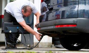 'Paldies skandāliem' – ES apņemas būtiski samazināt jaunu auto radītos izmešus
