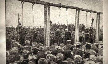Atskats vēsturē: Uzvaras pieminekļa vietā trīs dienas karājās vāciešu līķi