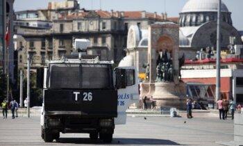 Apvērsuma mēģinājums Turcijā soli pa solim – kā tas notika