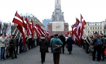 16.marts pēdējos gados: 'sašņorēti' deputāti, iežogots Brīvības piemineklis un citi skandāli